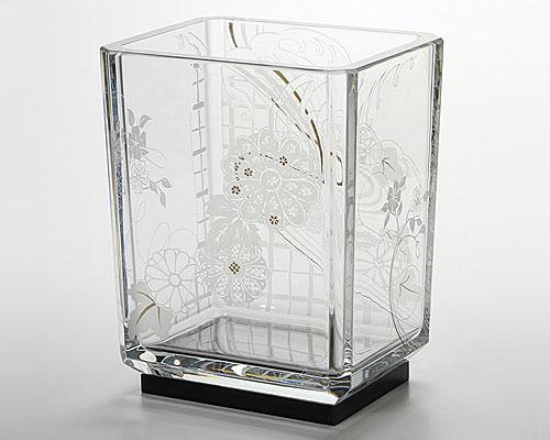バカラ 吉祥ベース 流水に菊 32cm 漆塗り台座付